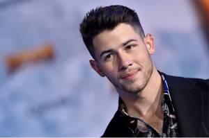 Nick Jonas Alami Cedera Serius saat Syuting Sebuah Acara