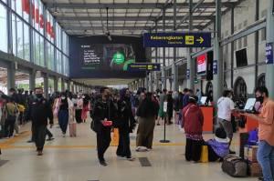 Larangan Mudik Berakhir, Diprediksi 8.000 Penumpang Akan Berangkat dari Stasiun Senen Hari Ini
