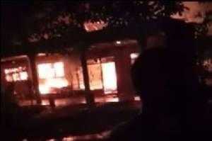 Kebakaran Hebat Hanguskan Sejumlah Rumah di Tangerang Selatan