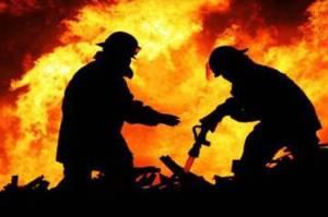 Diduga Akibat Puntung Rokok, Rumah Dinas Lurah Batu Ampar Ludes Dilalap Api