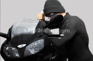 Nekat Curi Motor Polisi, Dua Pemuda Babak Belur Dihajar Warga