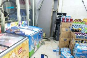 Kawanan Pencuri Kembali Kuras Mesin ATM Dalam Minimarket di Bekasi