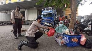 251 Buruh dan Pedagang Kaki Lima Terima Bantuan Paket Sembako