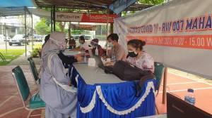Ratusan Warga Mahagoni dan Altia Park Tangsel Antusias Ikut Vaksin Covid-19