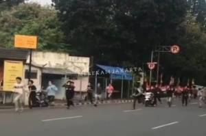 Bentrok Tangan Kosong Kelompok Remaja di Bintaro, Netizen: Gitu Dong Baku Hantam Jangan TikTok-an