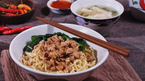 Nikmatnya Mie Ayam Kampung Berkonsep All You Can Eat