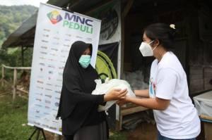 Berbagi ke Sesama, MNC Peduli Salurkan Sembako untuk Warga Cisadon Bogor