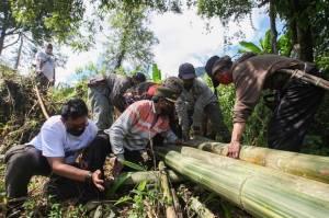 Semangat Gotong Royong, Relawan MNC Peduli Bantu Panen Kopi dan Perbaiki Jembatan di Cisadon Bogor