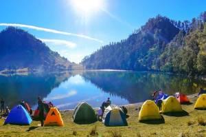 Indonesia memiliki sederet danau indah, dan terbentuk secara alami. Namun dibalik pesonanya, beberapa danau di Indonesia punya cerita misteri dan mitos-mitos.