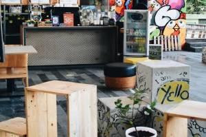 Nikmatnya Ngopi di Coffee Shop Berkonsep Street Art di Bandung