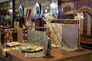 Lestarikan Batik Nasional, Hotel ini dan Danar Hadi Gandeng Milenial
