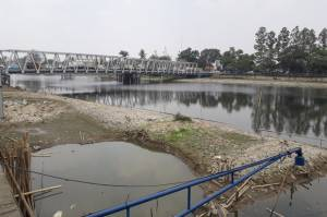 6 TPS Liar di Bantaran Sungai Cisadane Dilibas Pemkot Tangerang