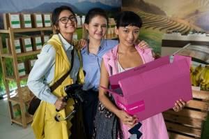 Film A World Without Karya Nia Dinata Tayang 14 Oktober di Netflix