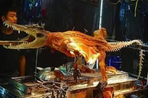 Pasar Kuliner Ekstrem di Asia, Ada yang Jual Buaya Goreng Krispi