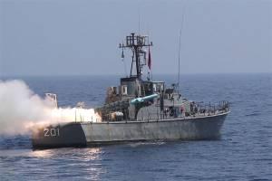Kapal Perang Iran Halau Serangan Bajak Laut di Teluk Aden