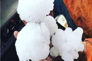 Hujan Es Sebesar Kepalan Tangan Pecahkan Kaca-kaca Mobil di Queensland