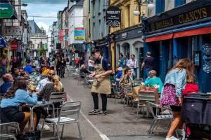 Irlandia Siap Berpesta, Kelab Malam Boleh Buka Setelah 18 Bulan Tutup
