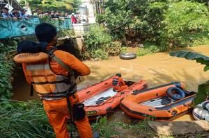 Pencarian Bocah Tenggelam di Kali Angke Serpong, Basarnas Terkendala Sampah