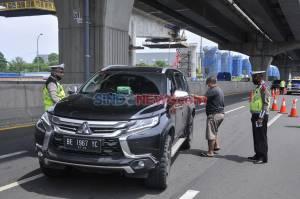 Cegah Pemudik, Polisi Lakukan Penyekatan di Tol Jakarta-Cikampek