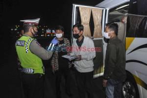 Polisi Dapati 3 TKI Saat Penyekatan Pemudik di Tol Jakarta-Cikampek