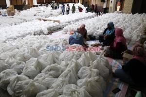Jelang PSBB, Pemkot Surabaya Salurkan 68.000 Sembako Untuk Warga