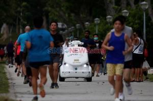 Singapura Gunakan Robot 0-R3 Ingatkan Warga untuk Jaga Jarak