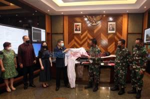 MNC Peduli Serahkan Bantuan APD ke TNI AD