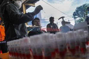300 Penumpang KRL Jalani Tes Swab di Stasiun Bekasi
