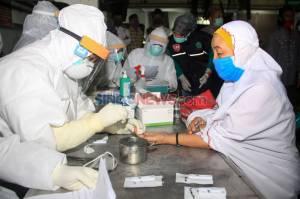 Usai Tarawih, Jamaah Masjid Besar Nurul Huda Sidoarjo Jalani Rapid Test Covid-19