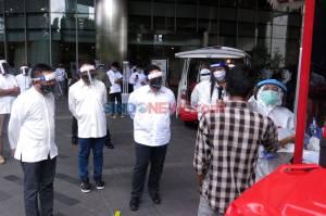 Menteri BUMN Bagikan 100.000 Paket Bantuan TelkomGroup Bagi Masyarakat Terdampak COVID-19
