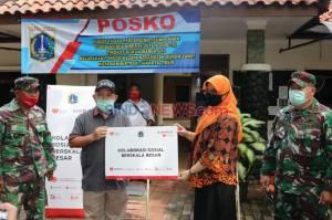Bank DKI Serahkan Ribuan Paket Sembako Program KSBB