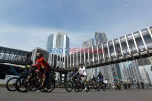 Jelang New Normal, Warga Jakarta Kembali Berolahraga di Kawasan Sudirman