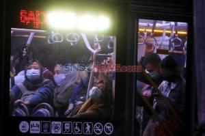 Abaikan Physical Distancing, Bus Transjakarta Disesaki Penumpang