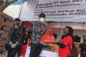 Temasek Foundation-DBS Indonesia Beri Bantuan Sembako Untuk Buruh Terdampak COVID-19