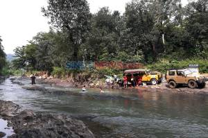 Menikmati Kopi di Pinggir Kali, Melepas Rindu di Masa Transisi