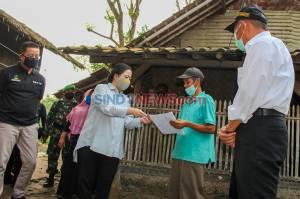 Ketua DPR Serahkan Bantuan Sosial Tunai di Kabupaten Tangerang