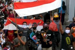 Warga Surabaya Sambut Hangat Kepulangan Pasien Sembuh COVID-19