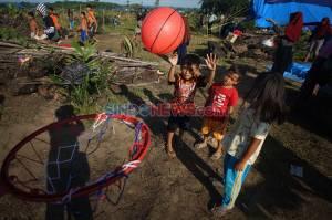Relawan Berikan Trauma Healing Kepada Anak-Anak Korban Banjir Bandang Luwu Utara
