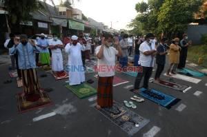Terapkan Protokol Kesehatan, Warga Bekasi Tunaikan Shalat Idul Adha 1441 H