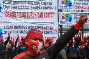 Ratusan Buruh Demo Tolak Omnibus Law RUU Cipta Kerja