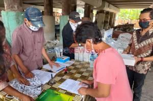 Terdampak Covid-19, MNC Peduli Bagikan Masker dan Makanan kepada Warga di Kolong Tol Papanggo