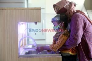 KKN di Era Pandemi, Mahasiswa UMSurabaya Ciptakan Alat Cuci Tangan Otomatis