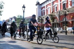 Politikus Hingga Artis Ibu Kota Gowes di Kota Lama Semarang