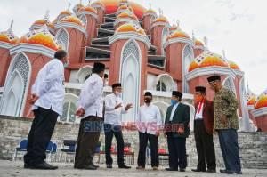 Gubernur Sumsel Nurdin Abdullah Kunjungi Masjid 99 Kubah di Kawasan CPI