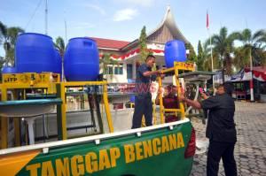Pemkot dan Baznas Kota Padang Bagikan Tempat Cuci Tangan Portabel ke 104 Masjid