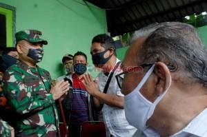 TNI Serahkan Ganti Rugi Kepada Korban Sipil Penyerangan Polsek Ciracas