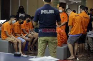 9 Tersangka Pesta Seks Gay Jalani Rekonstruksi di Polda Metro Jaya