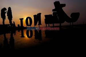 Berburu Sunset di Pantai Anyer, Menengok Kemegahan Menara Suar Cikoneng