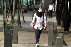 Pegawai Masih Ngantor di Hari Pertama PSBB Total Jakarta