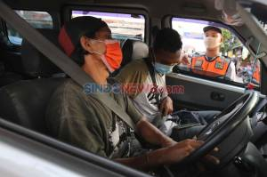 Petugas Gabungan Gelar Operasi Yustisi PSBB di Duren Sawit